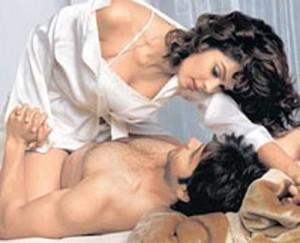 Murder-2-Movie-Hot-Kissing-Scene
